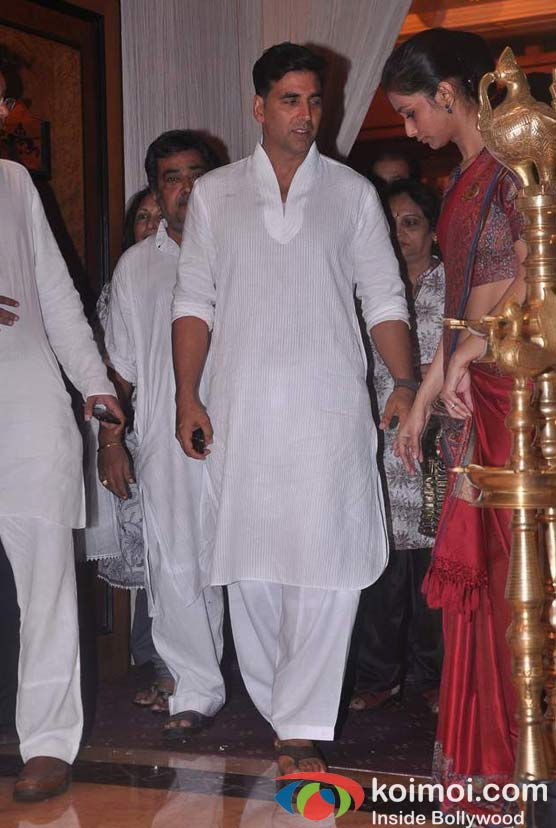 Akshay Kumar At Rajesh Khanna's Prayer Meet