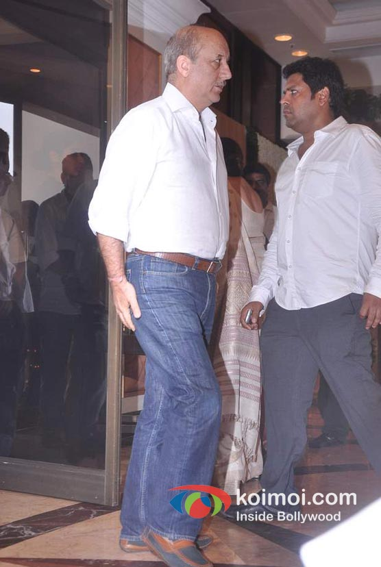 Anupam Kher At Rajesh Khanna's Prayer Meet