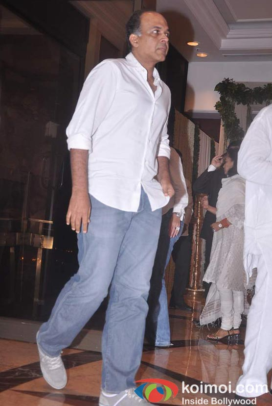 Ashutosh Gowariker At Rajesh Khanna's Prayer Meet