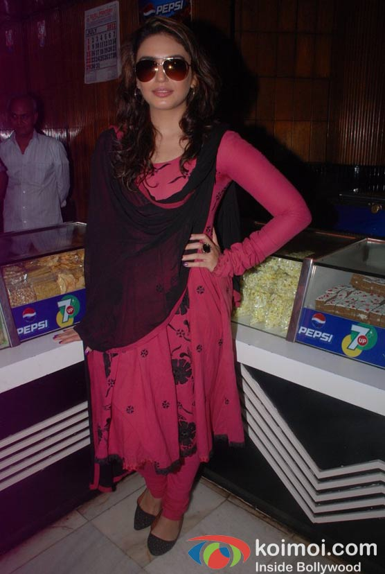 Huma Qureshi Of Gangs Of Wasseypur 2 Watches DDLJ