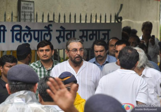 Kabir Bedi at Rajesh Khanna's Cremation at Vile Parle Mumbai