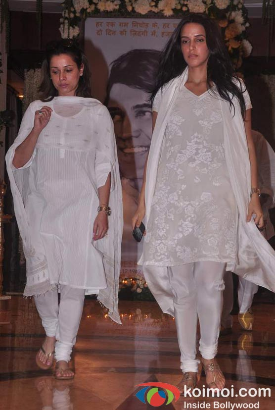 Neelam Kothari, Neha Dhupia At Rajesh Khanna's Prayer Meet