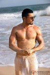 Randeep Hooda looks stunning on the beach in Jism 2 Movie