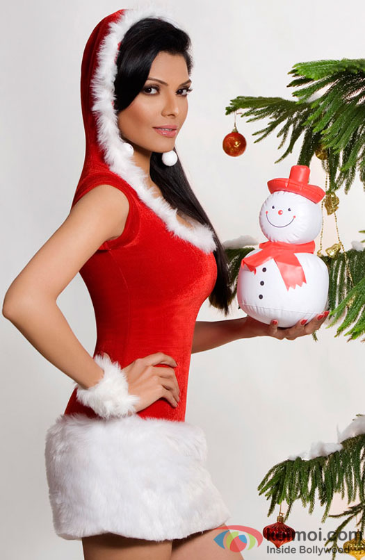 Sherlyn Chopra poses with a snow man