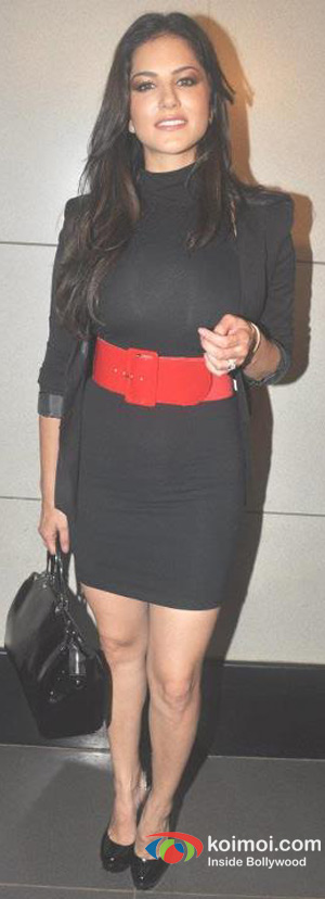 Sunny Leone Arrives In Mumbai To Promote Jism 2 Movie
