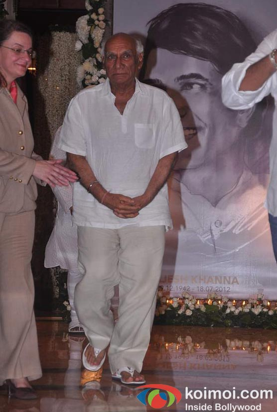 Yash Chopra At Rajesh Khanna's Prayer Meet