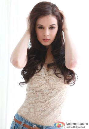 A Hot Evelyn Sharma exclusively for you