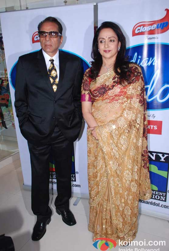 Dharmendra And Hema Malini On The Sets Of Indian Idol Season 6