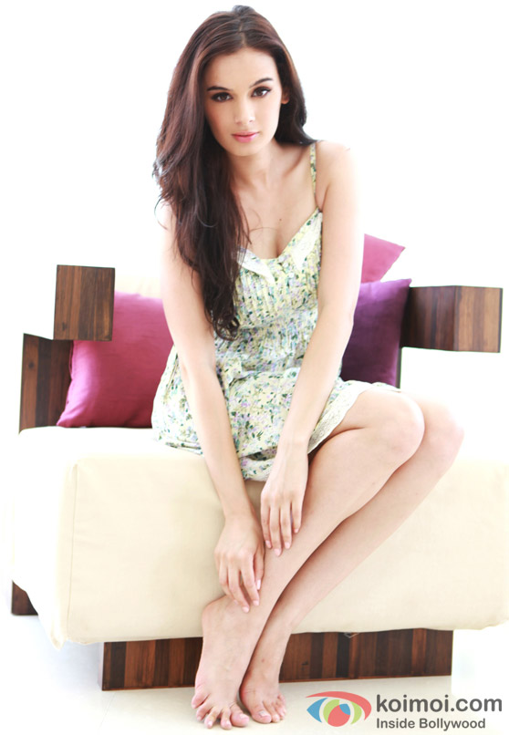 Hot Evelyn Sharma is the new Bollywood queen