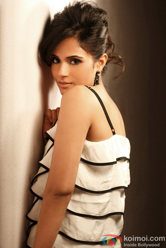 Hot Richa Chadda cute smile