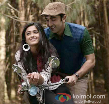 Ileana D'Cruz and Ranbir Kapoor in Phir Le Aaya Dil Song in Barfi! Movie Stills