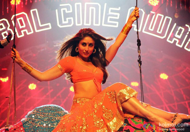 Kareena Kapoor hot dance in hot saree in Halkat Jawani song in Heroine Movie Stills