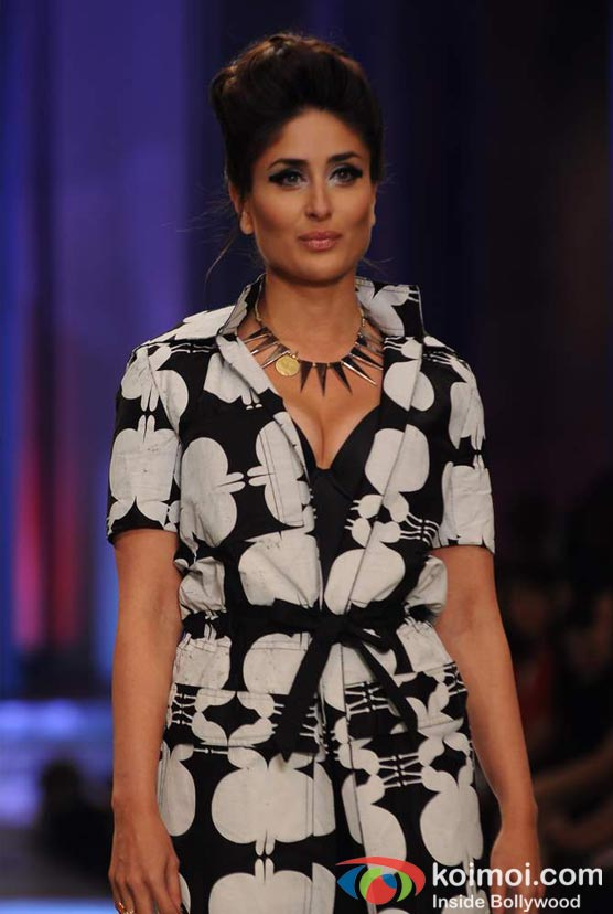 Kareena Kapoor Walks The Ramp At Lakme Fashion Week 2012 Grand Finale