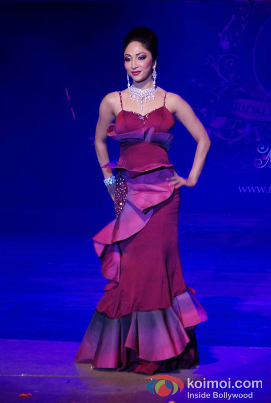 Mouli Ganguly At Bharat Doriss Bridal Fashion Show 2012