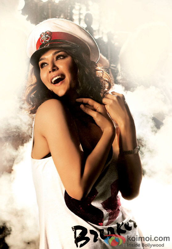 Preity Zinta looks super cute in Ishkq In Paris Movie Stills