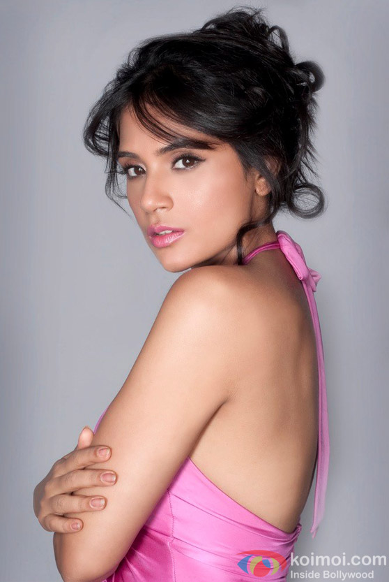Richa Chadda hot shows her back in pink dress