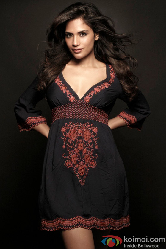 Richa Chadda looks dangerously sexy in black
