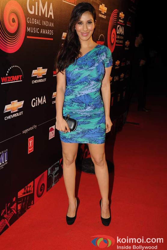 Sophie Choudry At Global Indian Music GIMA Awards 2012 Red Carpet