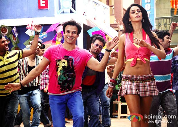Vivek Oberoi and Mallika Sherawat in Dhishkiyaon Song in Kismet (Kismat) Love Paisa Dilli (KLPD) Movie Stills