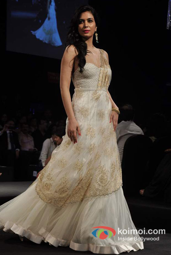 Ankita Shorey Walks The Ramp For Aamby Valley India Bridal Fashion Week 2012 Day 2