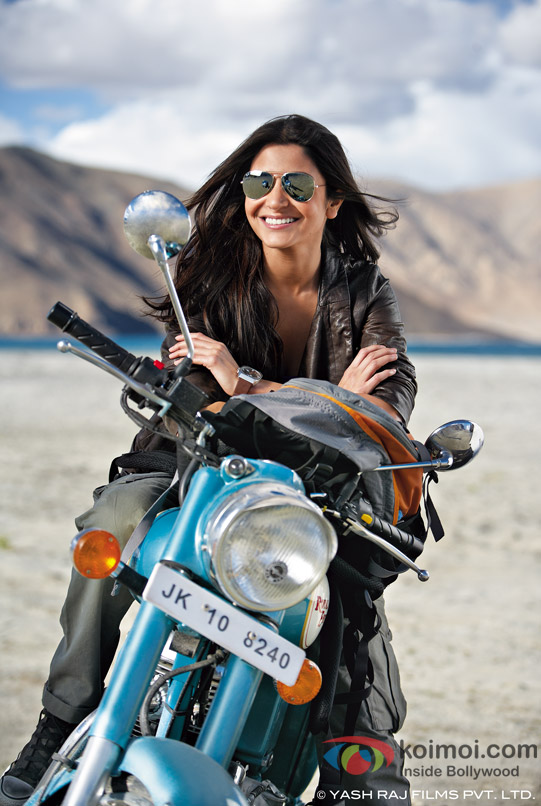Anushka Sharma looks super cute on her bike in Jab Tak Hai Jaan Movie Stills