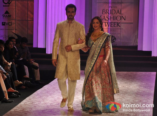 Bharat Takhtani and Esha Deol Walks For Azwa Jewellery