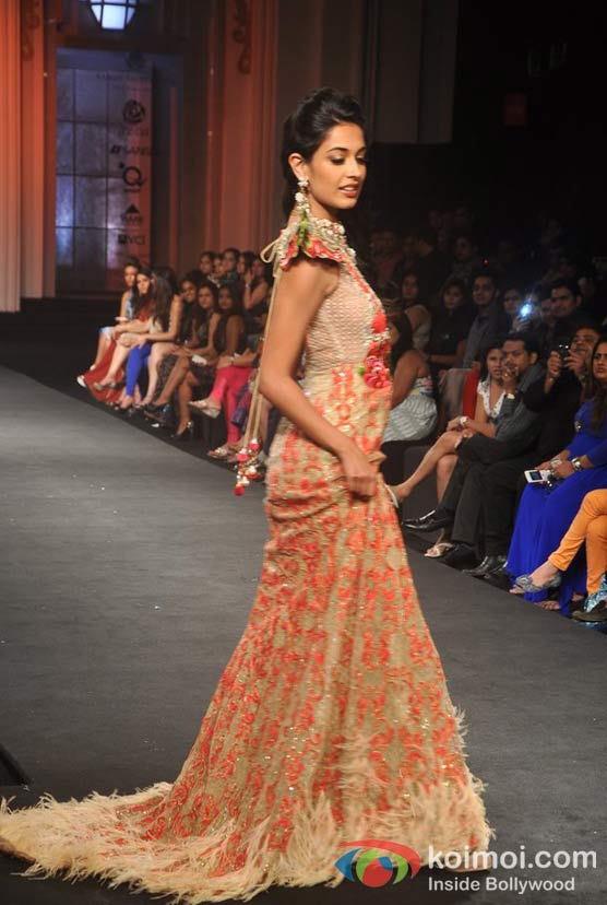 Sarah Jane Dias Walk For Shane and Falguni Peacock