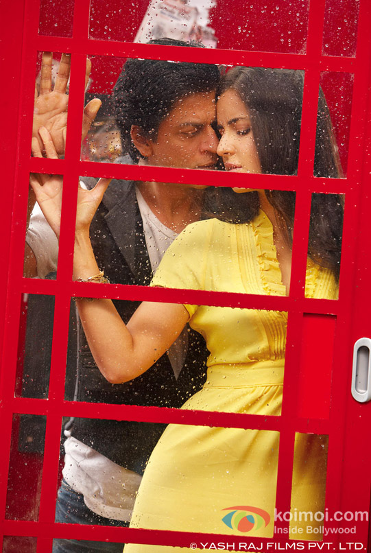 Shah Rukh Khan and Katrina Kaif in a super romantic scene in Jab Tak Hai Jaan Movie Stills