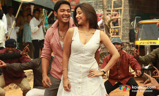 Shreyas Talpade and Madhhurima Banerjee (Kamaal Dhamaal Malamaal Movie Stills)