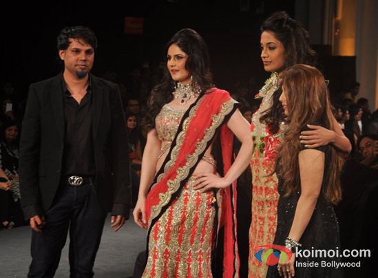 Zarine Khan and Sarah Jane Dias Walk For Shane and Falguni Peacock