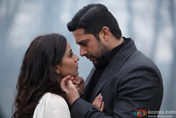 Tia Bajpai and Aftab Shivdasani in 1920 Evil Returns Movie Stills