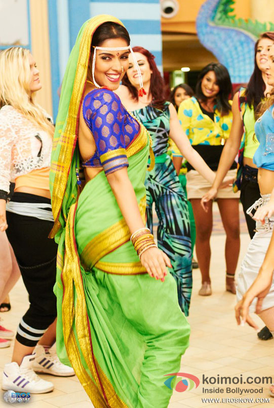 Asin dances in nine yard sari in Khiladi 786 Movie Stills