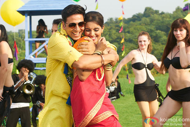 Akshay Kumar and Asin in Lonely Song in Khiladi 786 Movie Stills