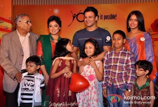 Tanushree Dutta, Vivek Oberoi And Neetu Chandra At CPAA's Cancer Rose Day 2012 Event Pic 1
