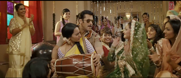 Sonakshi Sinha and Salman Khan in Dagabaaz Re Song - Dabangg 2