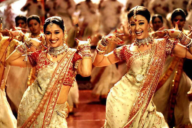 Madhuri Dixit and Aishwarya Rai Bachchan in a still from Devdas Movie
