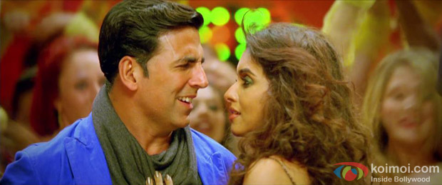Akshay Kumar and Asin in Hookah Bar Song in Khiladi 786 Movie Stills