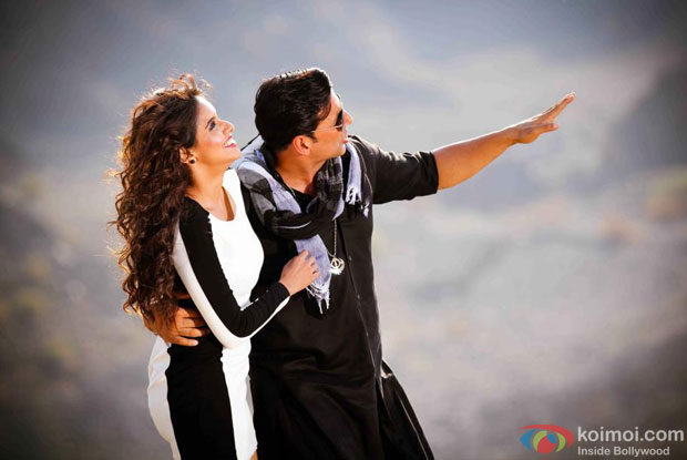 Akshay Kumar and Asin in Long Drive Song in Khiladi 786 Movie Stills