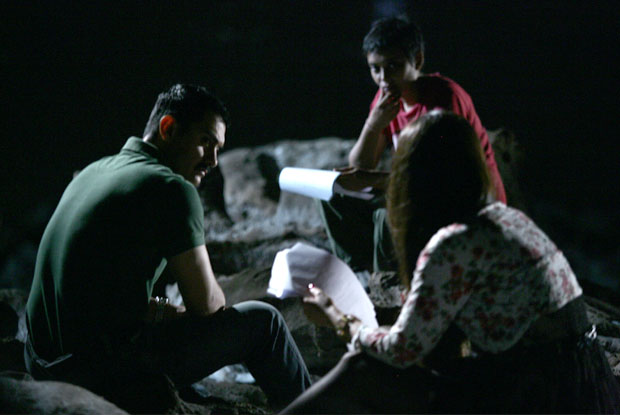Aamir Khan, Reema Kagti and Kareena Kapoor on the sets of Talaash