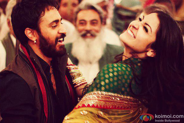 Imran Khan and Anushka Sharma from Matru Ki Bijlee Ka Mandola Movie