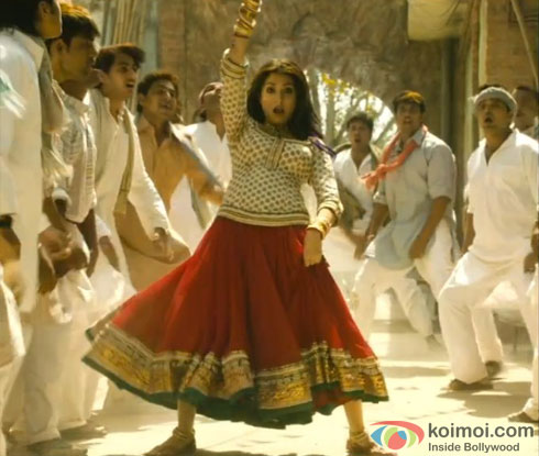 Anushka Sharma in Matru Ki Bijlee Ka Mandola Title Song