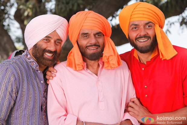 Sunny Deol, Dharmendra and Bobby Deol in a still from Yamla Pagla Deewana Movie
