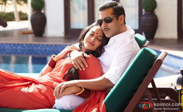 Sonakshi Sinha and Salman Khan in a still from Dabangg 2 Movie