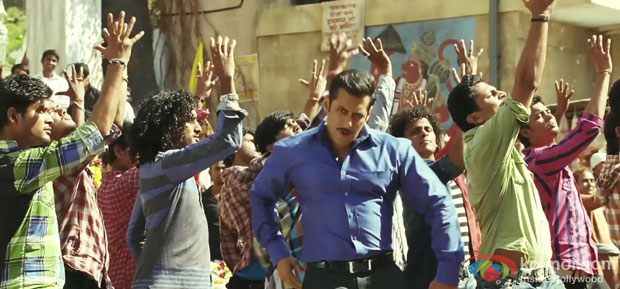 Salman Khan in Dabangg Reloaded (Hud Hud Dabangg) Song in Dabangg 2 Movie Stills