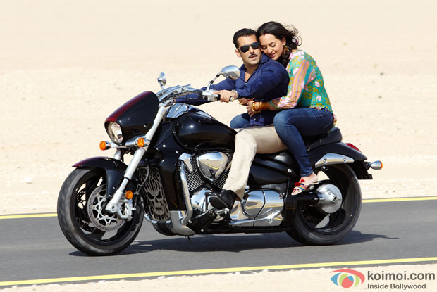 Salman Khan and Sonakshi Sinha in Saanson Ne Song in Dabangg 2 Movie Stills