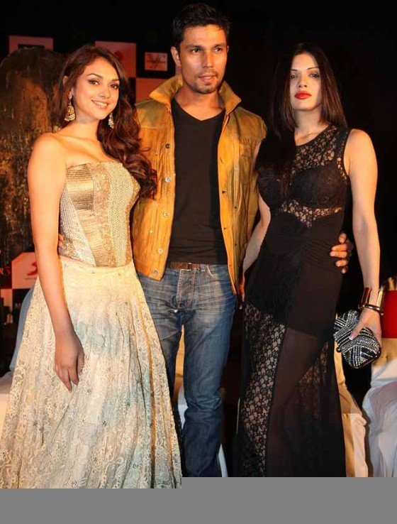 Aditi Rao Hydari, Randeep Hooda And Sara Loren at the film Murder 3 first look launch Pic 1