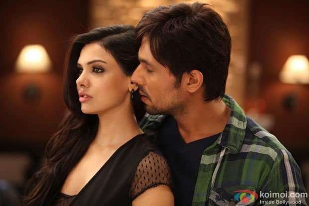Sara Loren and Randeep Hooda in Teri Jhuki Nazar Song in Murder 3 Movie Stills