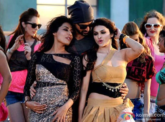 Chitrangada Singh, John Abraham and Prachi Desai in Naa Jaane Kahan Se Aaya Hai Song in I Me Aur Main Movie Stills