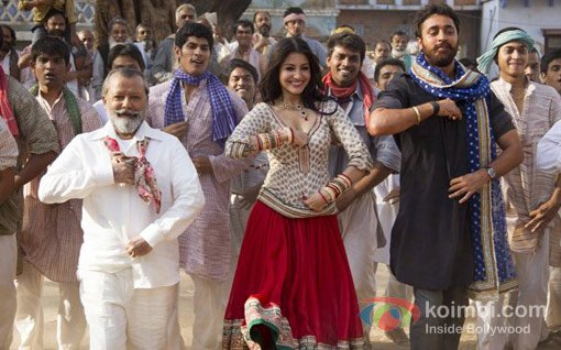 Pankaj Kapur, Anushka Sharma, Imran Khan in a still from Matru Ki Bijlee Ka Mandola Movie