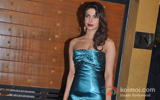 Priyanka Chopra At Walk The Red Carpet Of Filmfare Awards 2013
